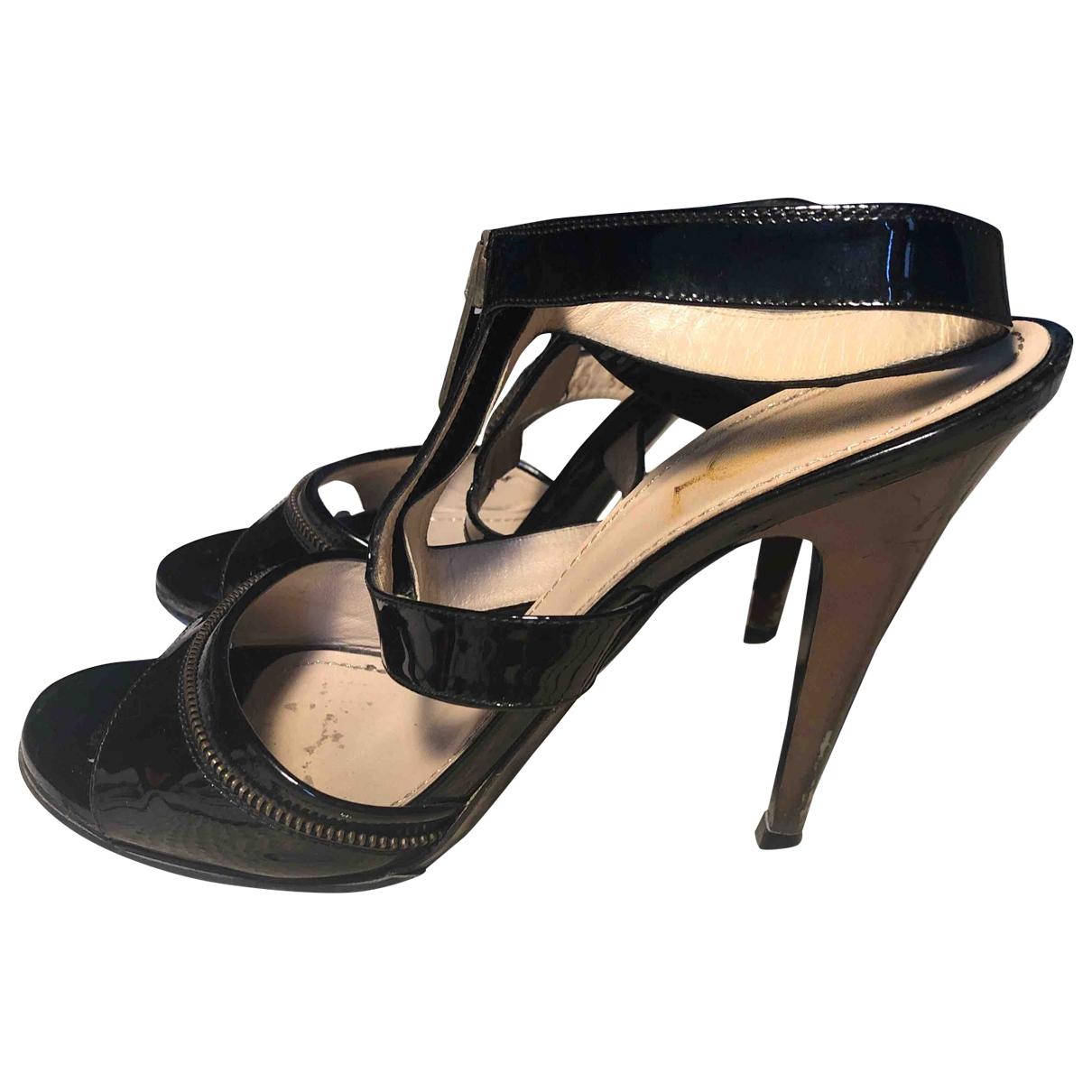 Yves Saint Laurent - Sandales   pour femme en cuir verni - noir