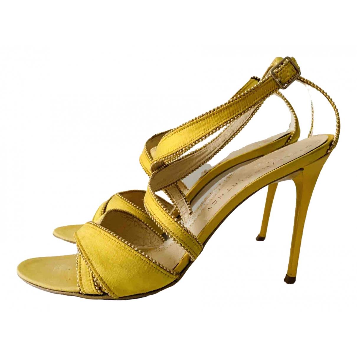 Stella Mccartney \N Sandalen in  Gelb Leinen