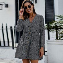 Kleid mit Bluemchen Muster und zwei Taschen