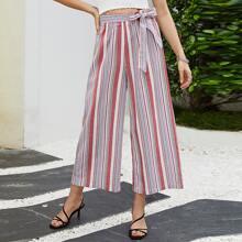 Hose mit Streifen Muster, Guertel und breitem Beinschnitt
