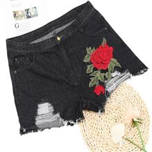 Plus Floral Embroidery Ripped Denim Shorts