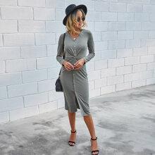 Kleid mit V-Kragen und Knopfen vorn