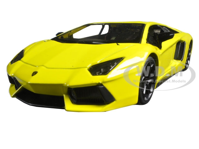 Lamborghini Aventador LP 700-4 Yellow