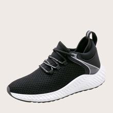 Maenner Sneakers mit Buchstaben Detail und weiter Passform