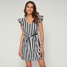 Kleid mit V Ausschnitt, Raffung, Guertel und Streifen