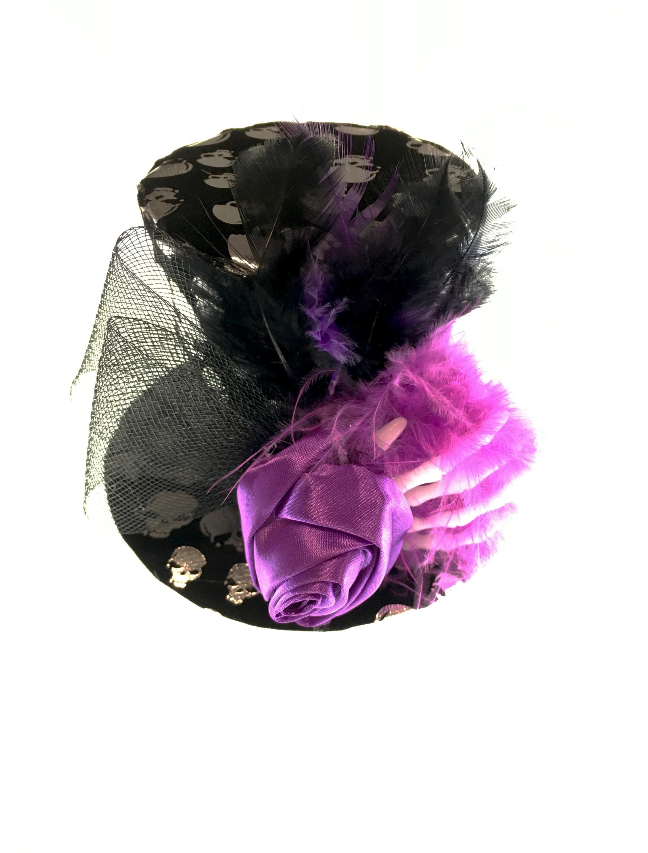 Kostuemzubehor Mini Hut schwarz mit Skeletthand und Haarspange