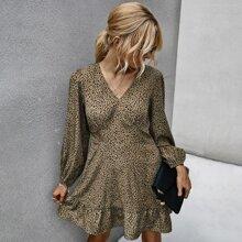 A-Linie Kleid mit komplettem Muster und Rueschenbesatz