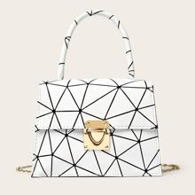 Bolso con cadena con estampado geometrico