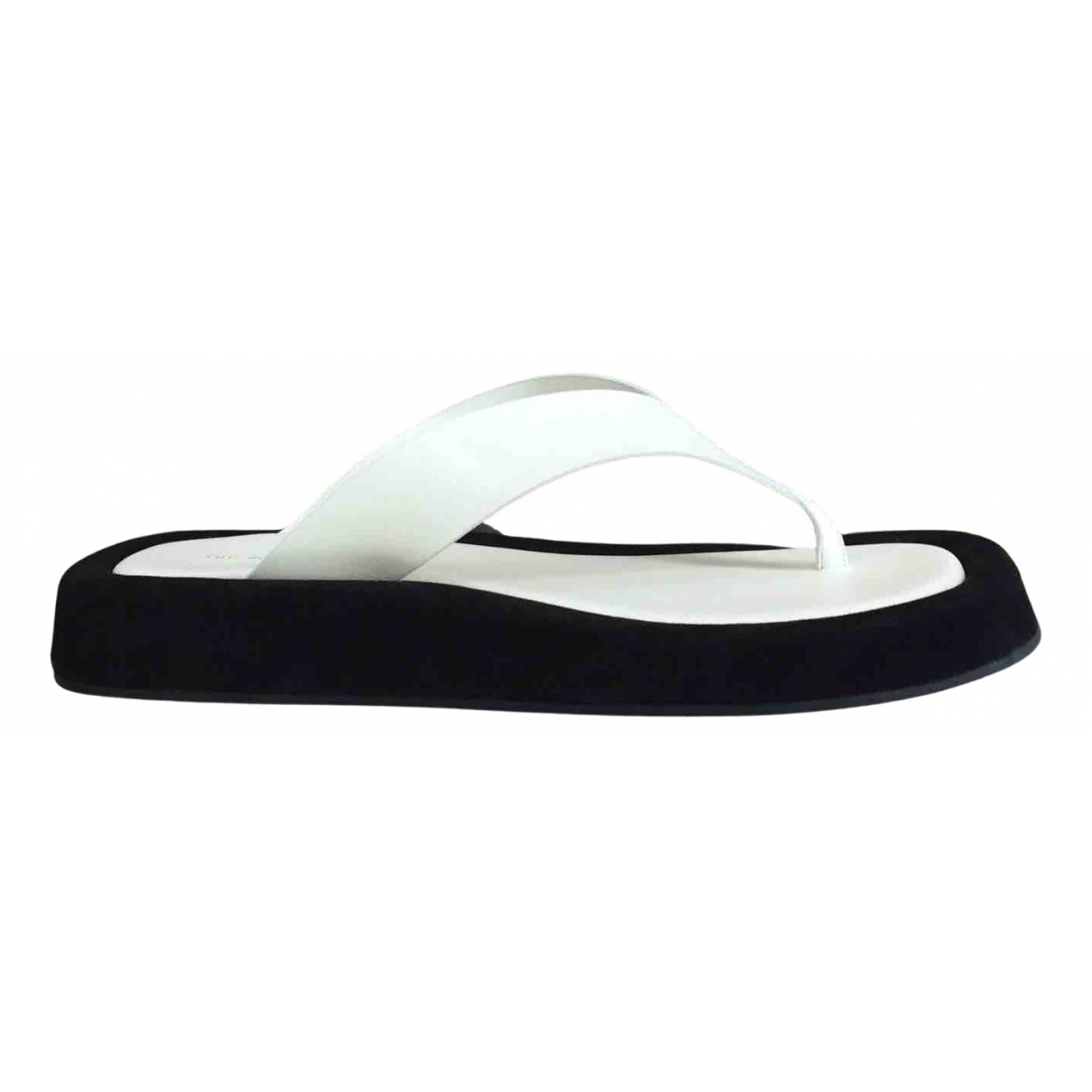 The Row Ginza Sandalen in  Weiss Leder