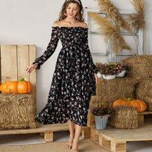 Schulterfreies Kleid mit Blumen Muster und Rueschen