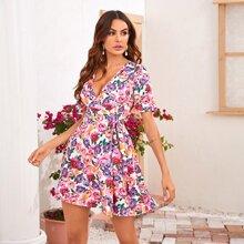 Vestido con estampado floral cruzado