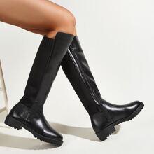 Minimalistische Stiefel mit Reissverschluss und Strick Detail
