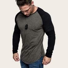 Maenner T-Shirt mit Raglanaermeln und gebogenem Saum