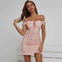 Figurbetontes Kleid mit Band, Knoten und Ruesche