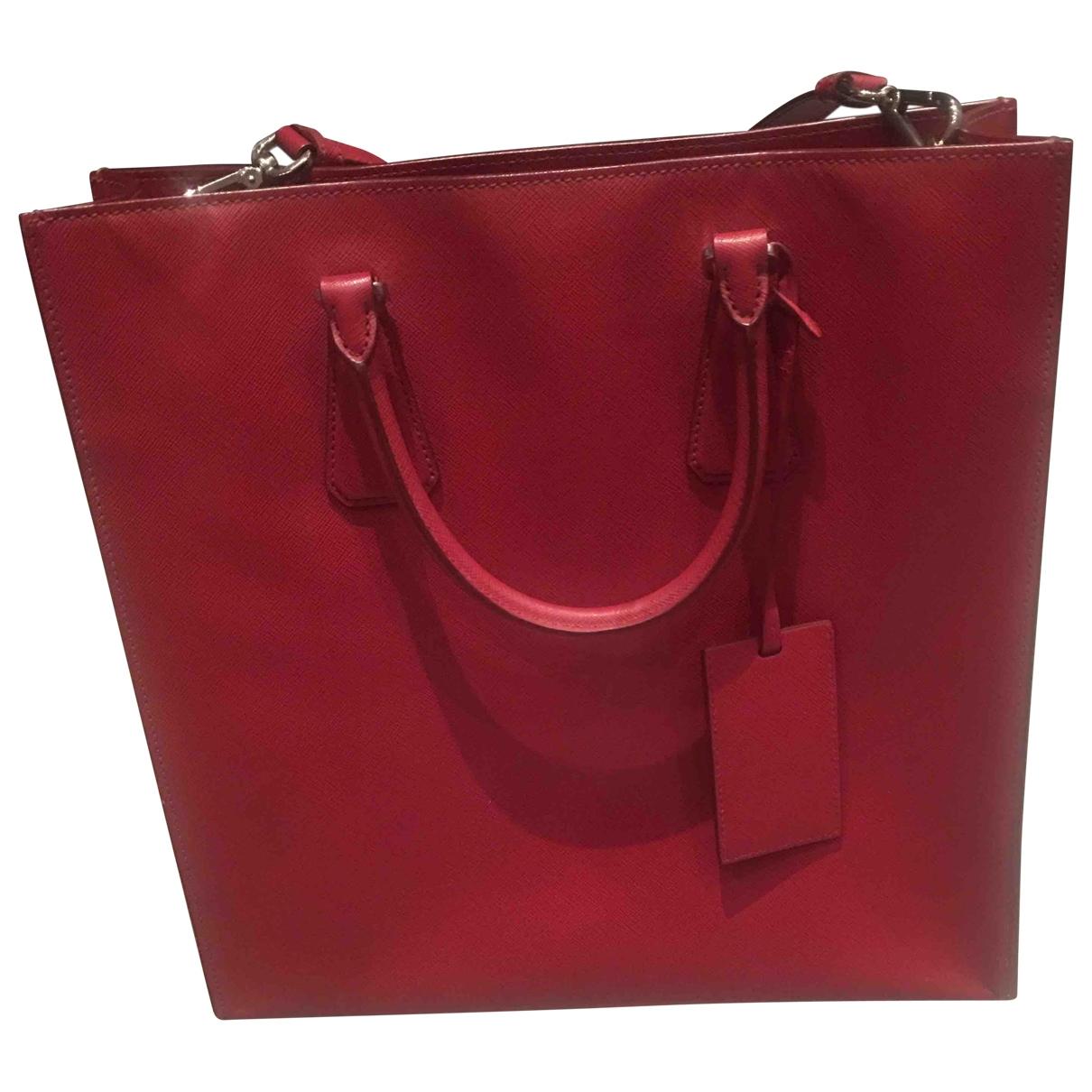 Prada \N Handtasche in  Rot Leder