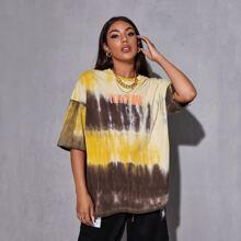 Langes T-Shirt mit Buchstaben Grafik und Batik