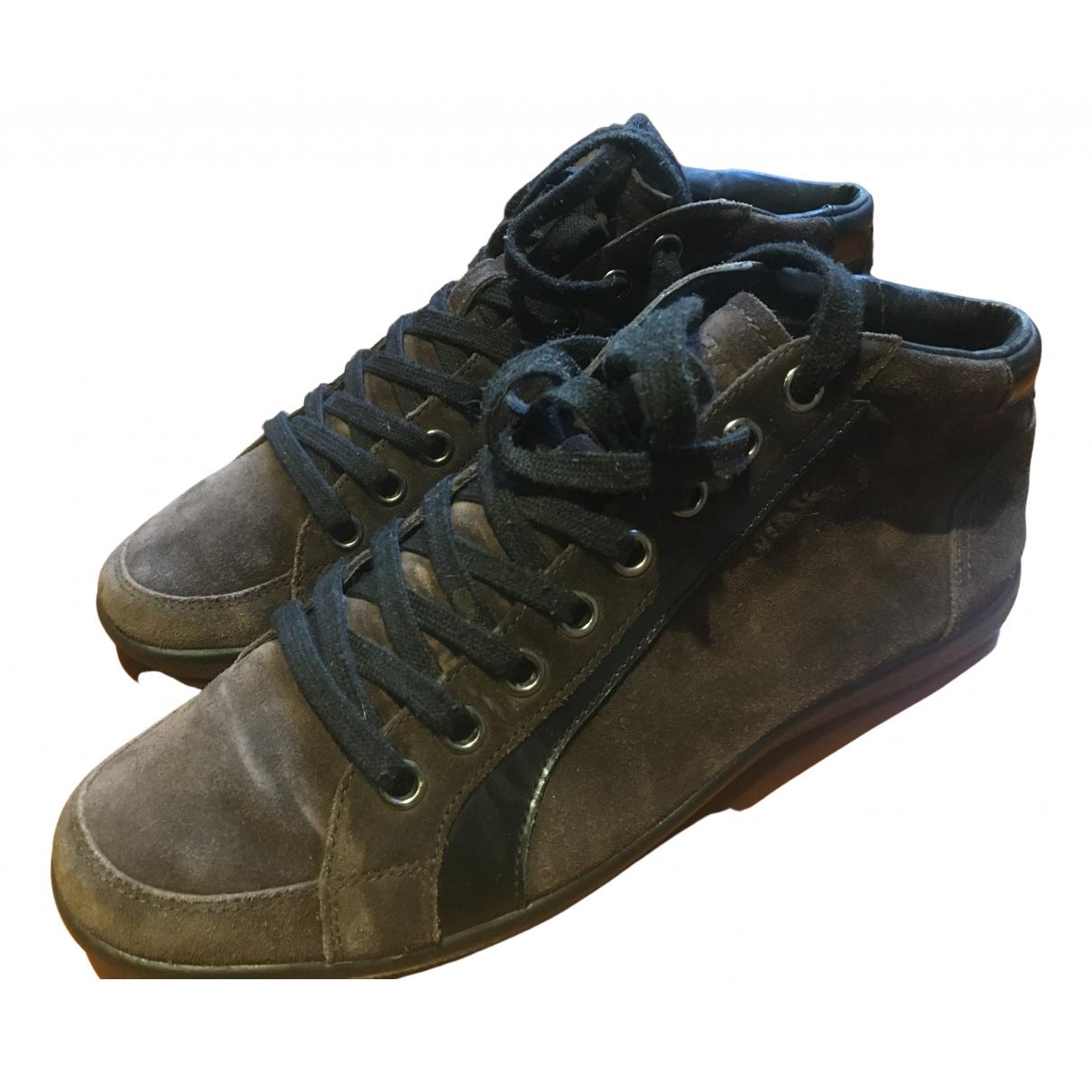 Prada \N Sneakers in  Braun Veloursleder
