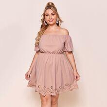 Schulterfreies Kleid mit Leiterausschnitt