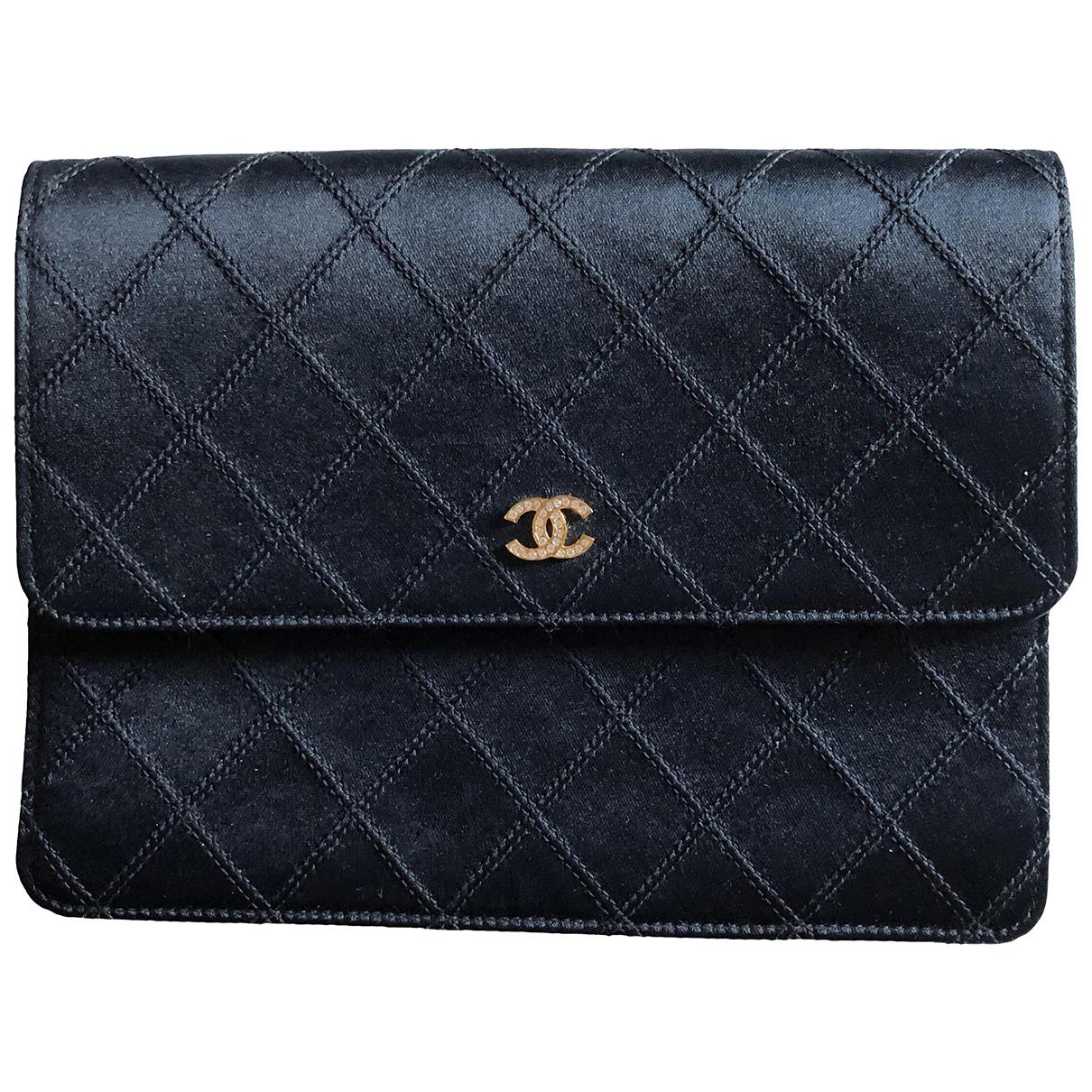 Chanel \N Clutch in  Schwarz Seide