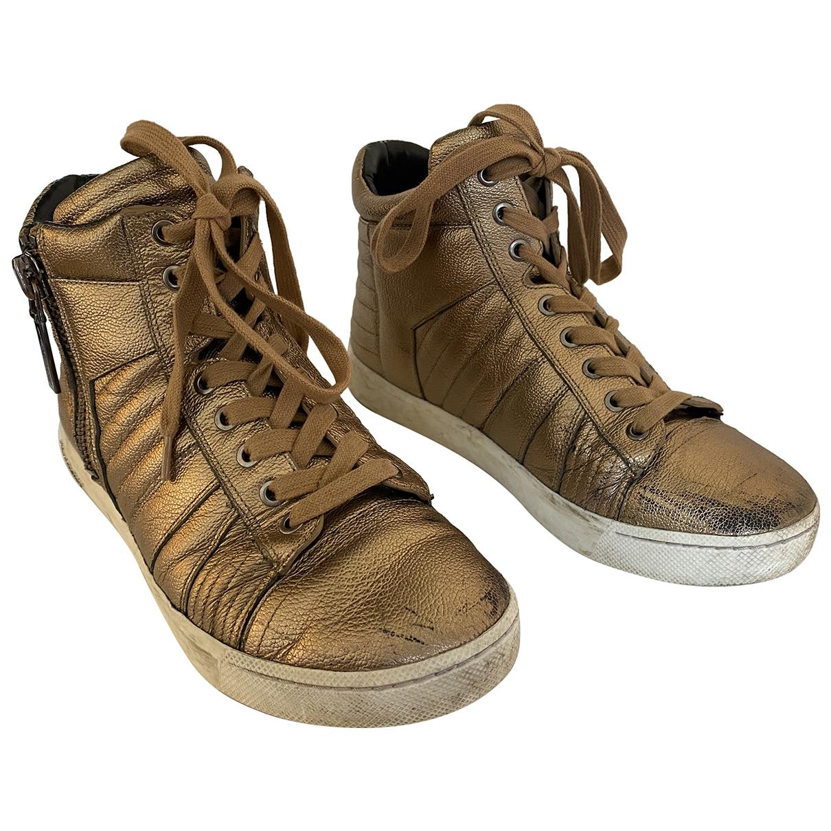 Pierre Balmain \N Sneakers in  Gold Leder
