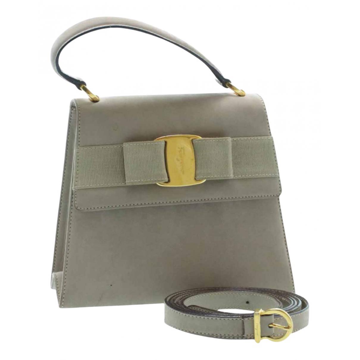 Salvatore Ferragamo \N Handtasche in  Grau Leder