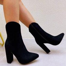Minimalistische Stiefel mit Reissverschluss