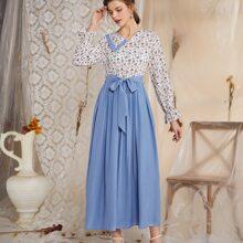 Kleid mit Kontrast Bluemchen Muster und Guertel