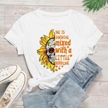 T-Shirt mit Buchstaben und Schaedel Muster