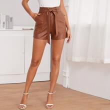 Shorts mit Taschen Flicken und Guertel