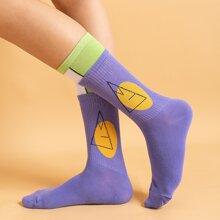 Calcetines con patron geometrico