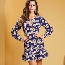 Kleid mit Blumen Muster, Ausschnitt vorn und Spitzenbesatz