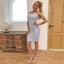 Kleid mit Bluemchen Muster, Ruesche und Netzstoff