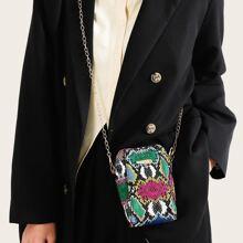 Bolsa con cadena con estampado de piel de serpiente con diseño metalico
