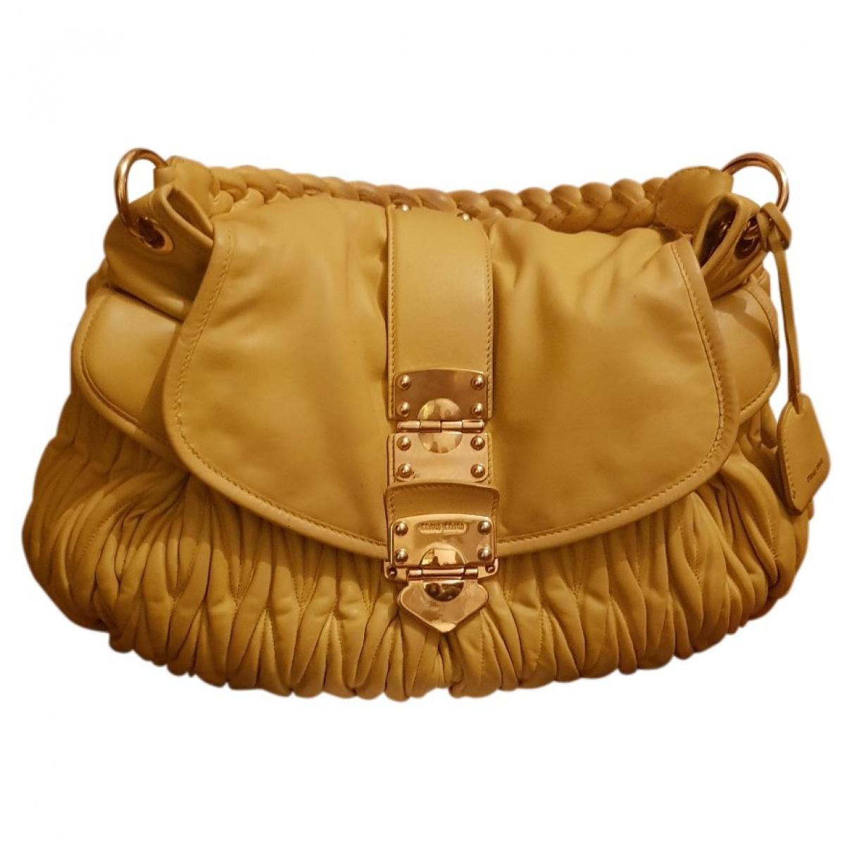 Miu Miu Matelasse Handtasche in  Gelb Leder