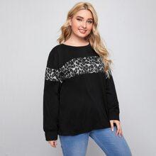 Sweatshirt mit Kontrast, Leopard Muster und sehr tief angesetzter Schulterpartie