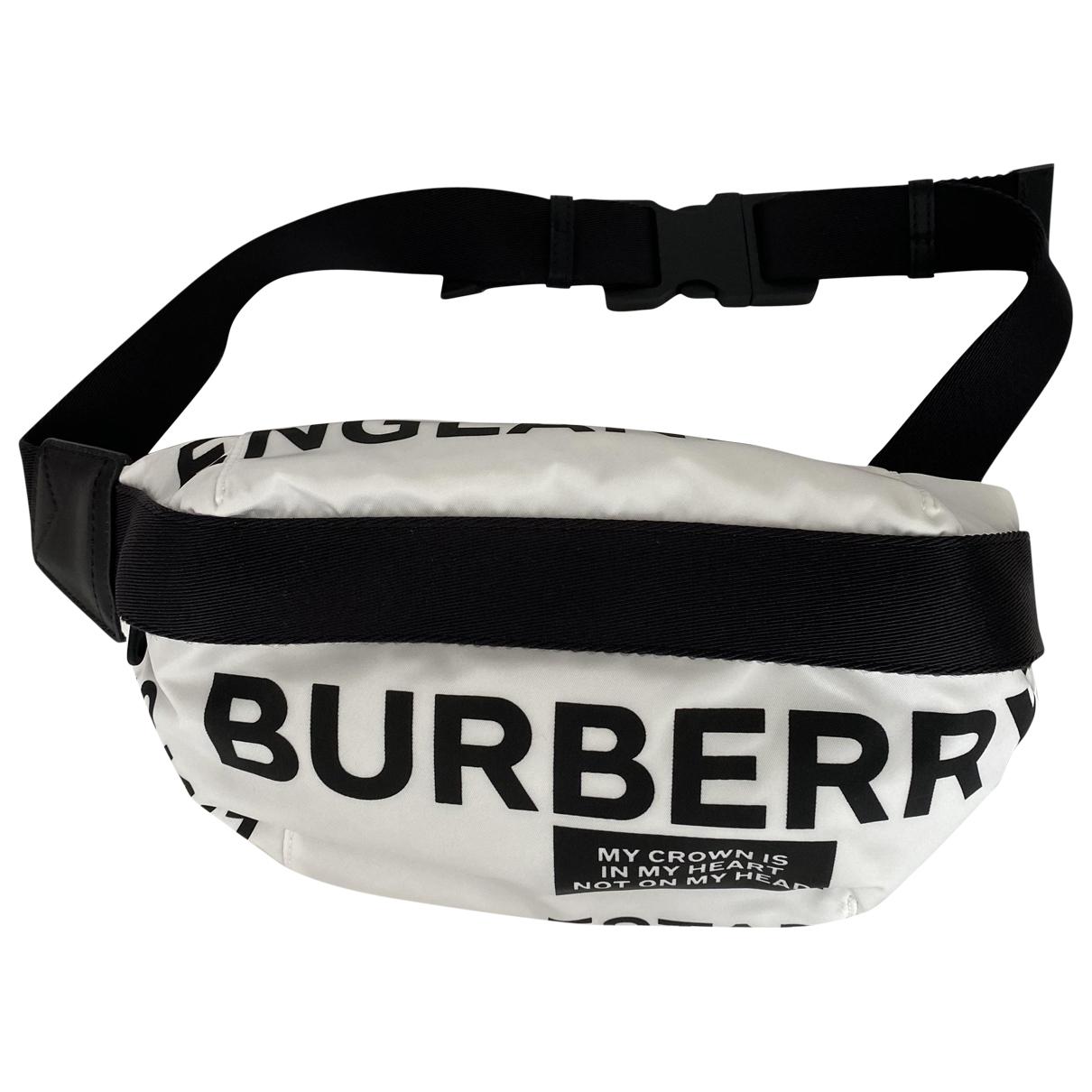 Burberry \N Clutch in  Weiss Leinen