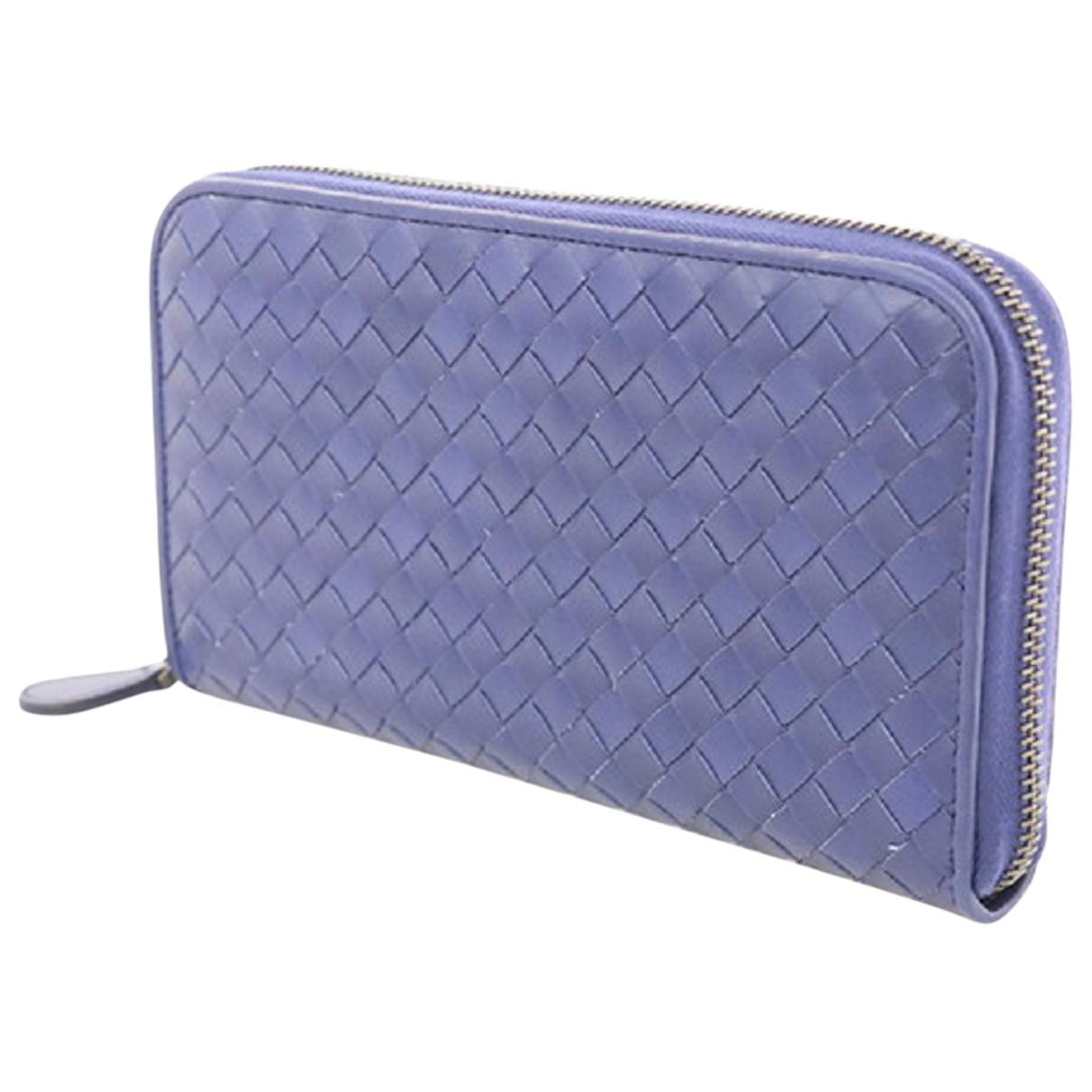 Bottega Veneta Intrecciato Portemonnaie in  Blau Leder