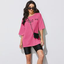 T-Shirt mit Buchstaben Grafik und sehr tief angesetzter Schulterpartie