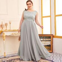 Kleid mit Kontrast Netzstoff auf Ärmeln und Stickereien