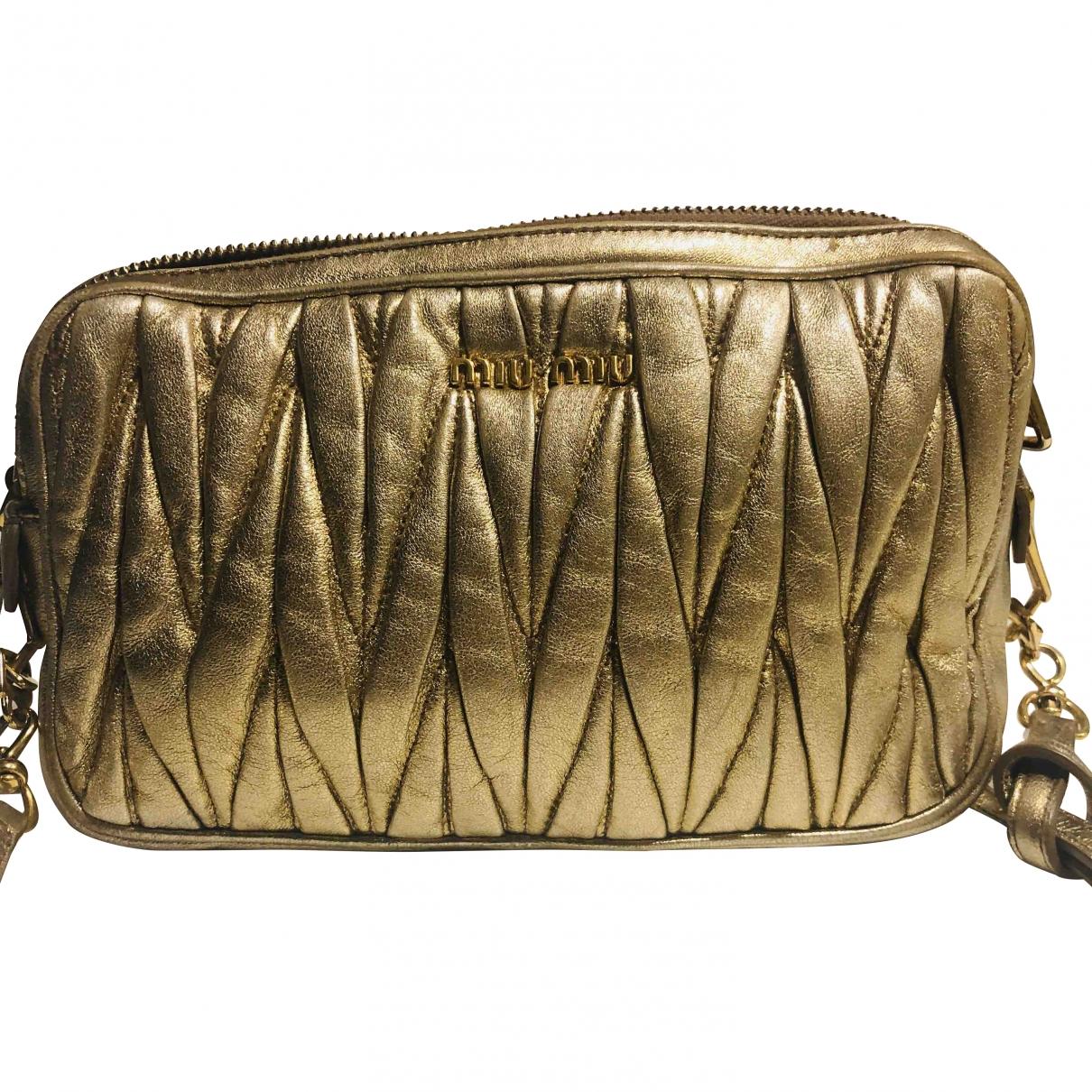 Miu Miu Matelasse Handtasche in  Gold Leder