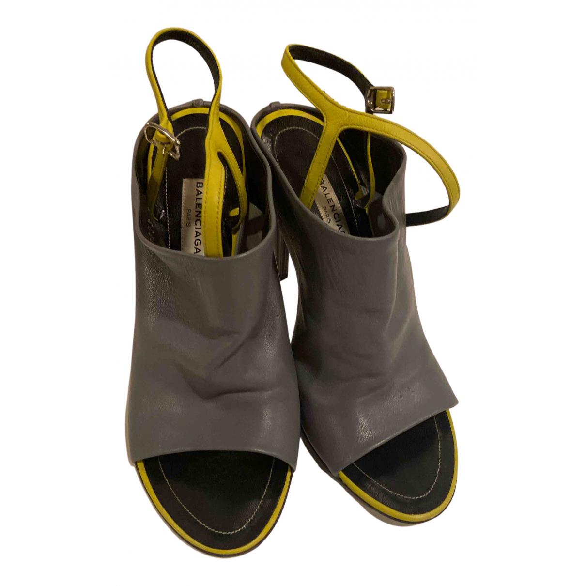 Balenciaga - Escarpins   pour femme en cuir - gris