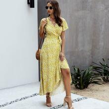 Kleid mit Blumen Muster, Wickel Design und seitlichem Schlitz