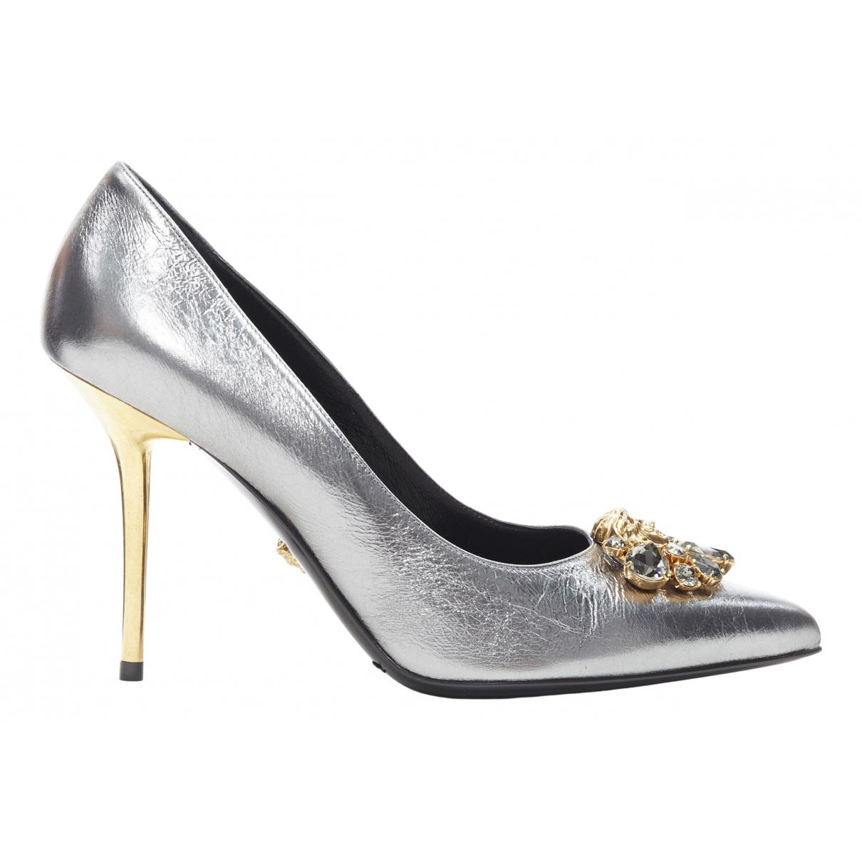 Versace \N Pumps in  Silber Leder