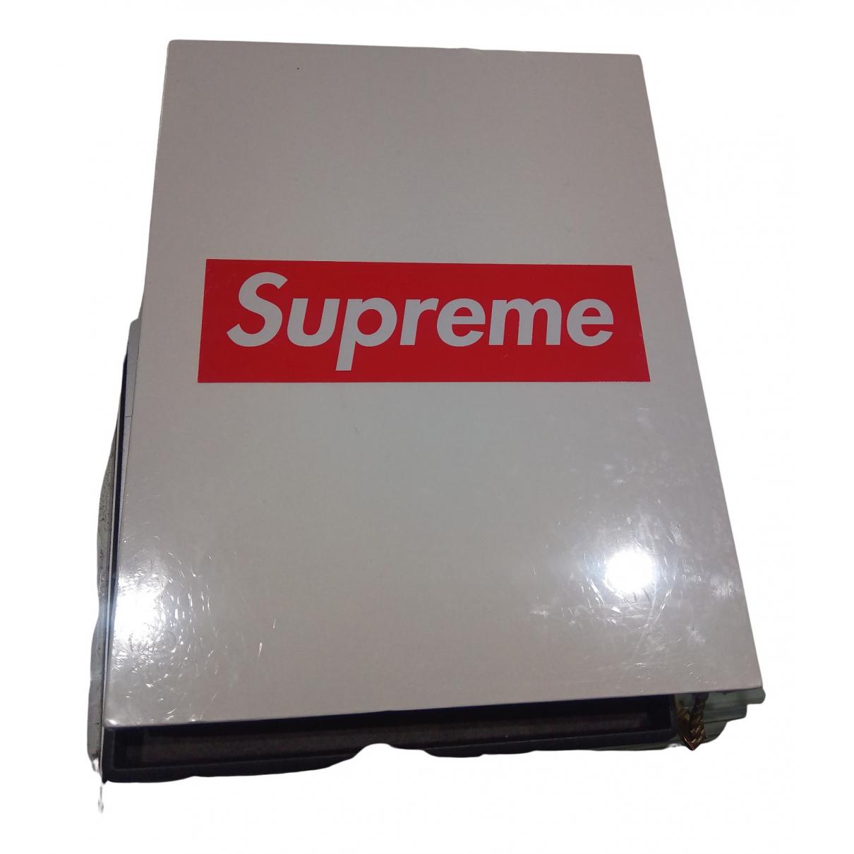 Supreme - Design   pour lifestyle en autre