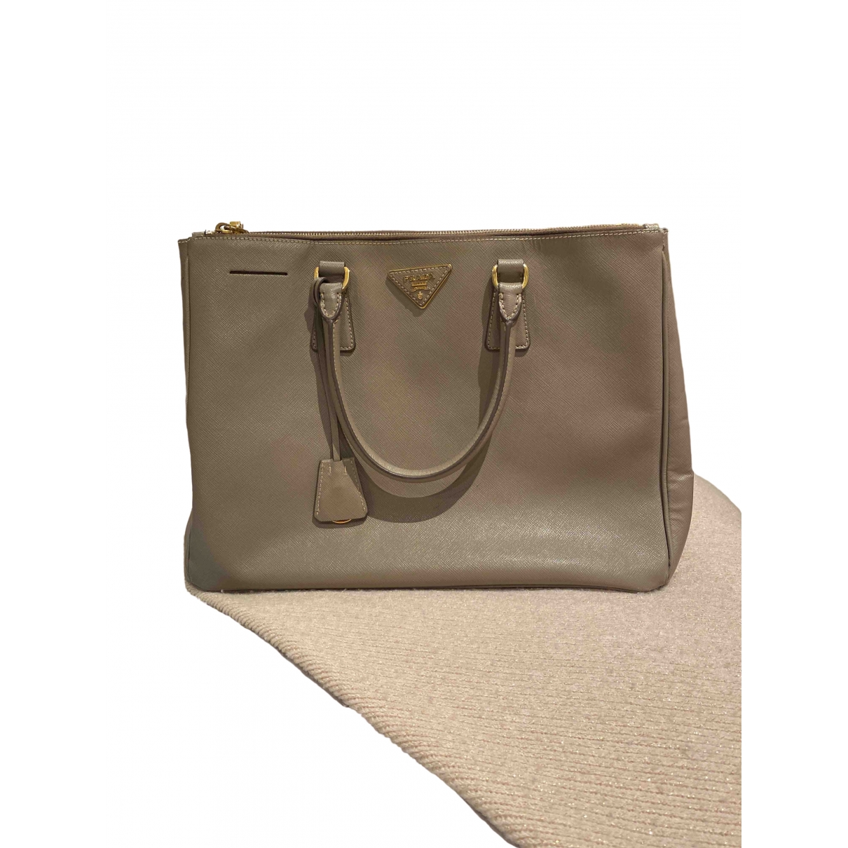 Prada saffiano  Grey Leather handbag for Women \N