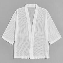 Kimono mit sehr tief angesetzter Schulterpartie und Netzstoff