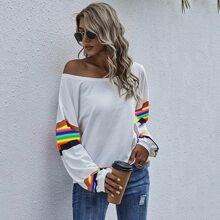 T-Shirt mit Farbblock, sehr tief angesetzter Schulterpartie und U-Kragen
