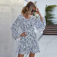Kleid mit Muster, Rueschenbesatz und Guertel