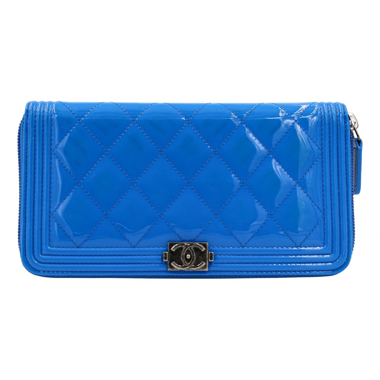 Chanel - Portefeuille Boy pour femme en cuir verni - bleu