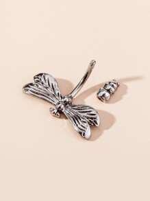 Maenner Bauchnabelpiercing mit Libelle Design